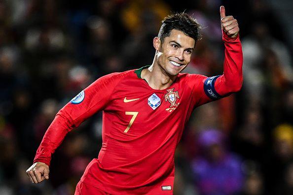 Cristiano Ronaldo raising his thumb