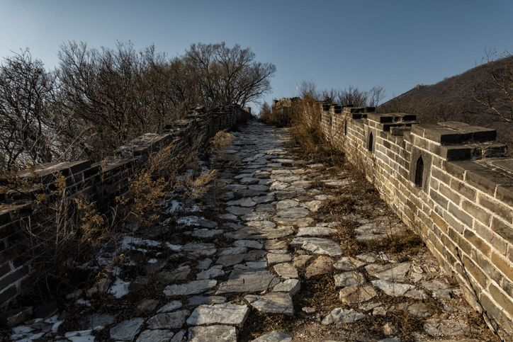 dilapidated paret of the great wall of china