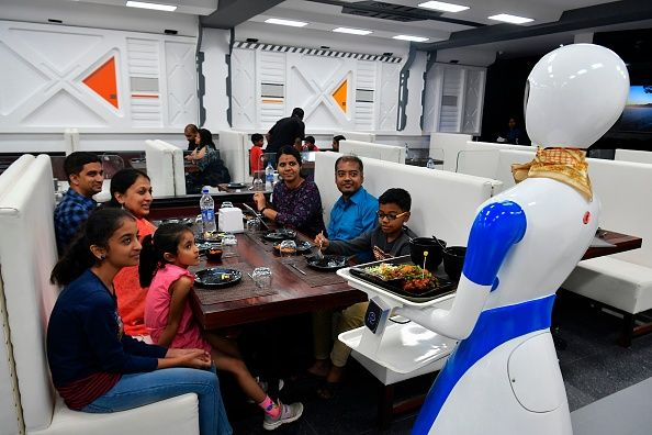 robot serving pizzas to geusts